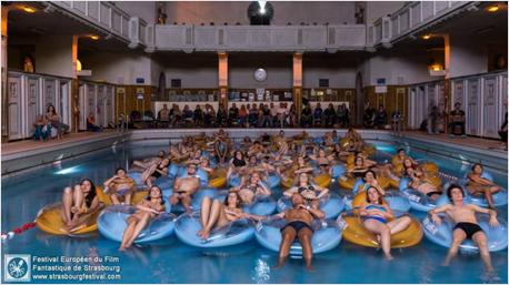 Außergewöhnliches Filmerlebnis im Schwimmbad.