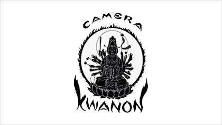 """Der Markenname Canon setzt sich aus den Worten """"Camera"""" und """"Kwanon"""" zusammen - und wurde selbst zum Logo."""