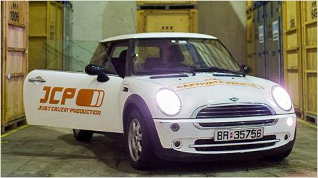 JCP - auch ein Firmenwagen mit dem alten Logo wurde verschenkt.