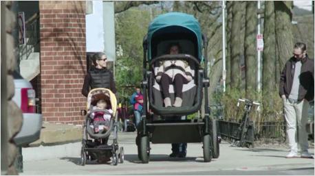 Um sich selbst von einem Kinderwagen zu überzeugen, wurden Eltern zur Probefahrt eingeladen. (BIlder: www.contoursbaby.com)