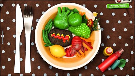 Frisch gegrilltes Fleisch mit Fenchel, Erbsen, Bohnen an Süßkartoffeln und Möhrenstreifen.