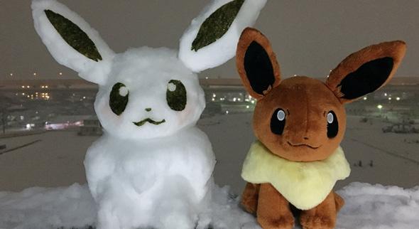 Typisches japanisches Plüschtier mit Schnee-Zwilling. (Quelle: Twitter/@project_eevee)