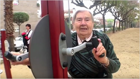 Die Geräte sind speziell für ältere Menschen konzipiert. Bildschirmfoto: www.youtube.com/watch?v=4tziIhuTB1M ( PRI Public Radio International)