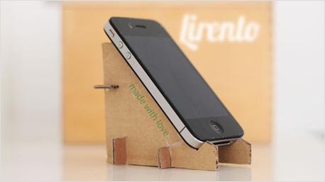 Für die Fingerfertigen unter Euch: ein praktischer Handy-Ständer. Gesehen bei pinterest.com/lirento.