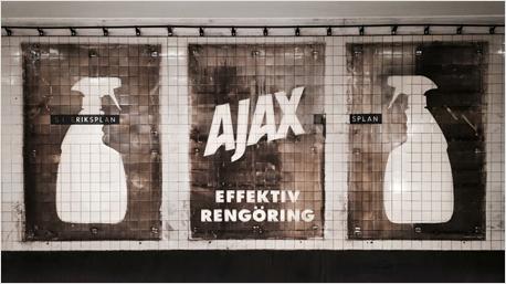 Werbung für AJAX in der Stockholmer U-Bahn.
