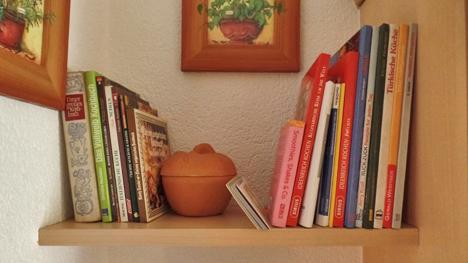 Ein fischer DUOPOWER-Projekt von trnd-Partner holzhaus2: Ein schönes Bücherregal.