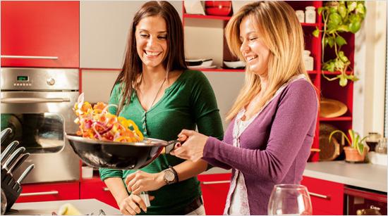 … machen ihn in ihrem Familien- und Freundeskreis noch bekannter. Gemeinsam finden wir heraus, wann und wozu wir den Ketchup mit der süßlich-würzigen Curry-Note am liebsten essen.