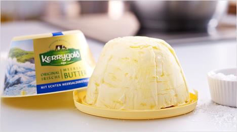 Schmecken wie selbstgemacht! Die Buttervariationen von Kerrygold gibt es in vier Varianten: Dazu gehört die Kerrygold Meersalz-Butter, eine …