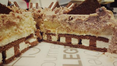 Die Monte Snacks bilden dabei den Boden der Torte.