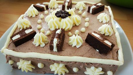 Auch in quadratischer Form kommt die Monte Torte gut an - der Kreativität sind keine Grenzen gesetzt!