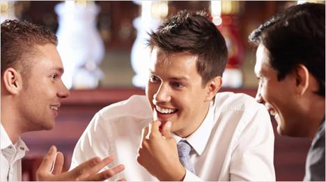 ... tauschen unsere Erfahrungen mit dem kühlenden Frische-Kick sowie Tipps zur perfekten Rasur mit Männern in unserem Freundes- und Bekanntenkreis aus.