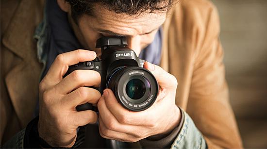 … mit den Highlights der Samsung NX30: Ihr 20,3 MP APS-C CMOS-Sensor sorgt für brillante Bilder auch bei schlechten Lichtverhältnissen und …