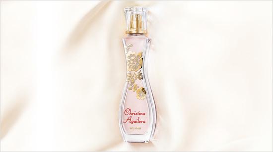 Mit seinen blumigen und warmen Noten strahlt Christina Aguilera WOMAN Weiblichkeit, Selbstbewusstsein und Luxus aus – genauso wie sein eleganter, reizvoller Flakon.