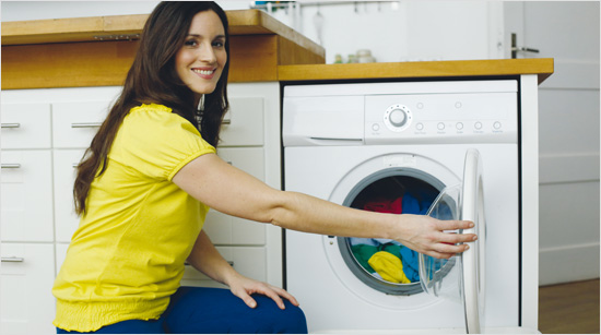 … können nun endlich viele farbige Textilien zusammen gewaschen werden. Vom dunkelblauen T-Shirt über die roten Socken bis zur gelben Bluse – …