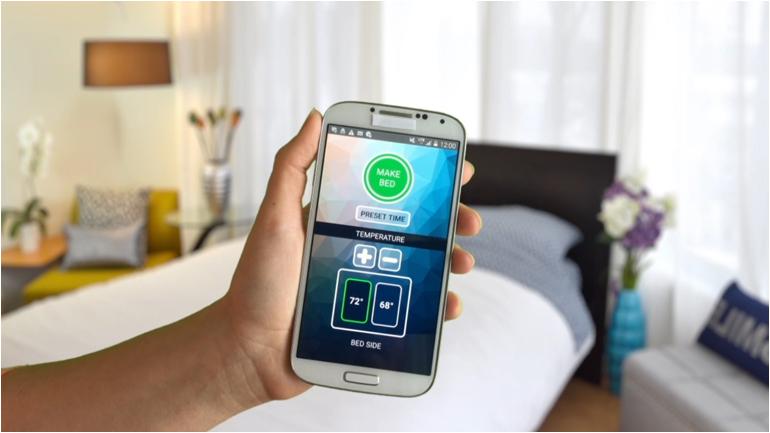 Über eine App lässt sich die Wunschtemperatur einstellen und die Bettmachfunktion timen. (Quelle: www.smartduvet.com)