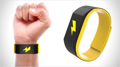 Dieses Armband soll helfen, schlechte Gewohnheiten abzulegen - mit leichten Stromschlägen.