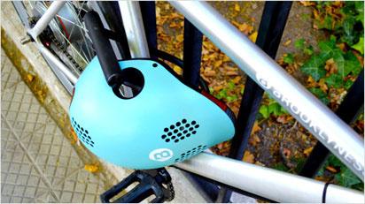 Der Helm lässt sich sogar mit dem Fahrradschloss anschließen. (Bilder: https://www.indiegogo.com/projects/classon-world-s-most-intelligent-bike-helmet--3#/)