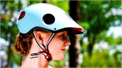 Eingebaute Kameras, Blink- und Bremslichter sorgen beim Classon Helm für sehr gute Sichtbarkeit im Straßenverkehr.