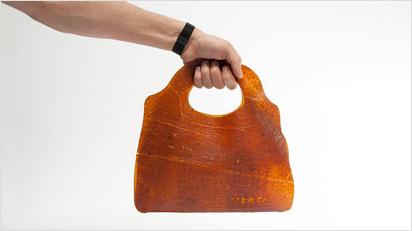 Handtaschen aus Fruchtleder.