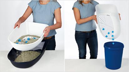 Durch Anheben des Siebs rieselt das saubere Streu in die untere Schale und die Klumpen können einfach entsorgt werden.