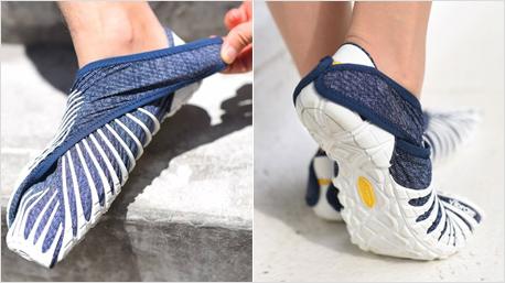 ... hinten am Schuh befestigen. Neben diesem Modell im Jeans-Look gibt es ...
