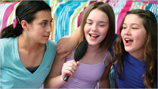 Ayudaremos a las adolescentes de nuestro entorno a organizar eventos para presentar las compresas, protegeslips y tampones del proyecto. ¡Que ellas sean las protagonistas!