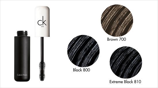 … para intensificar la mirada en tres tonos: black, extreme black o brown. Además, está testada oftalmológica y dermatológicamente, como todos los demás productos.