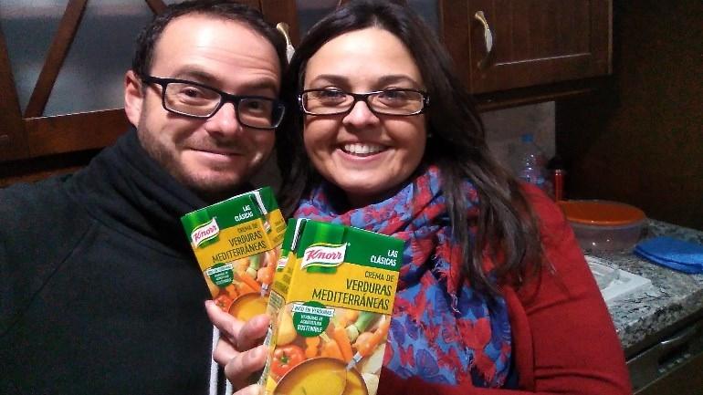 El trndiano luisalcalaluque disfruta de las Cremas Knorr en compañía.