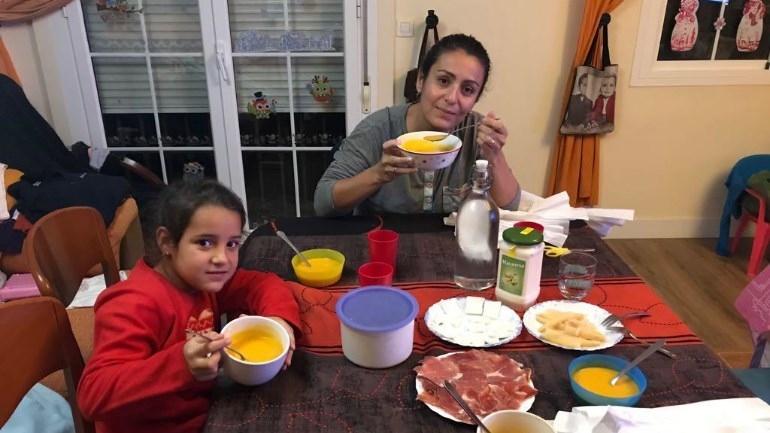 La trndiana mellis2 comparte las Cremas Knorr con su familia.