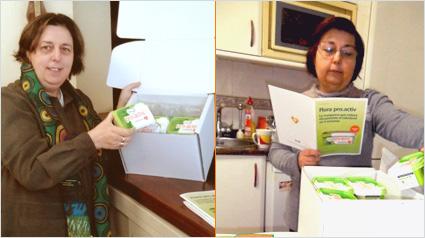 Las trndianas amparotir y bertodu descubriendo el contenido de su pack y leyendo la información exclusiva de la Guía.