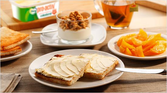 Desayunando 2 tostadas untadas con Flora pro.activ y adoptando un modo de vida saludable conseguiremos reducir nuestro colesterol notablemente...
