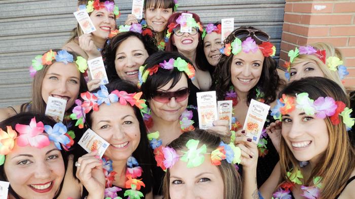 La trndiana tere_tessa con sus amigas y Hawaiian Tropic