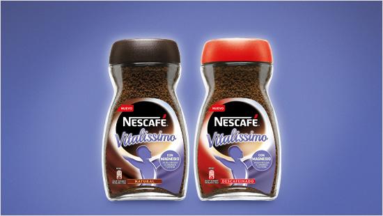 Durante el día encontramos varios momentos en los que nos apetece tomar un café. Por eso NESCAFÉ Vitalissimo está disponible en las variedades natural y descafeinado, para escoger nuestro café preferido en cada ocasión.