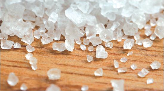 ¿Este tipo de sal gruesa procede de la evaporación natural del agua del mar, y garantiza siempre el éxito de nuestros platos.