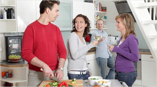 Además, mientras el pescado o la carne se hacen en el horno, puedes dedicar el tiempo a preparar una ensalada o una verdura para acompañar al plato.