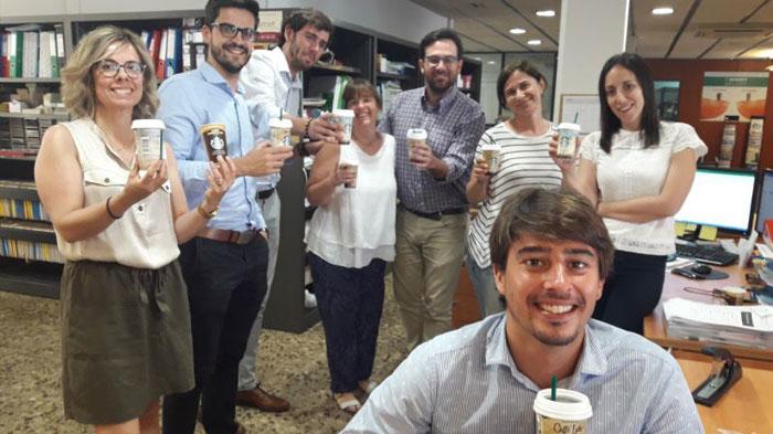La trndiana Gemmastar ha compartido Starbucks en la oficina