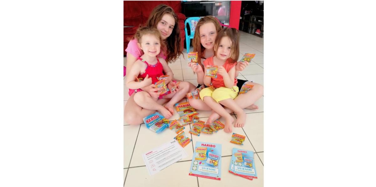 trnder  Cmoininie et ses 4 filles