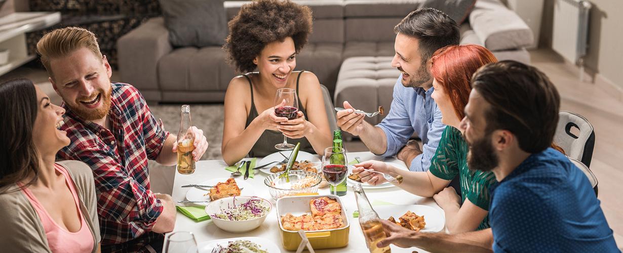 Profitons de cette aventure pour inviter nos proches autour d'un délicieux repas et leur faire découvrir la nouvelle tablette Sun.