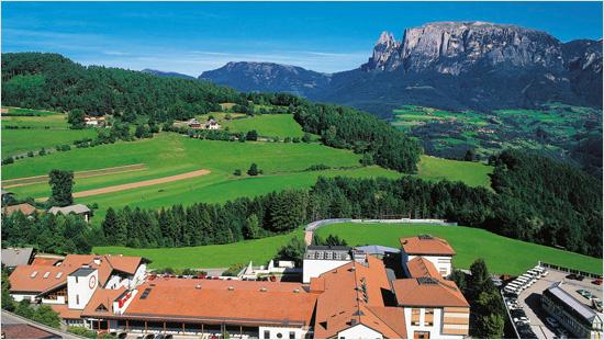 …viene prodotto con materie prime scelte e nel cuore delle Dolomiti, dove l'aria e l'acqua sono fresche e pure.