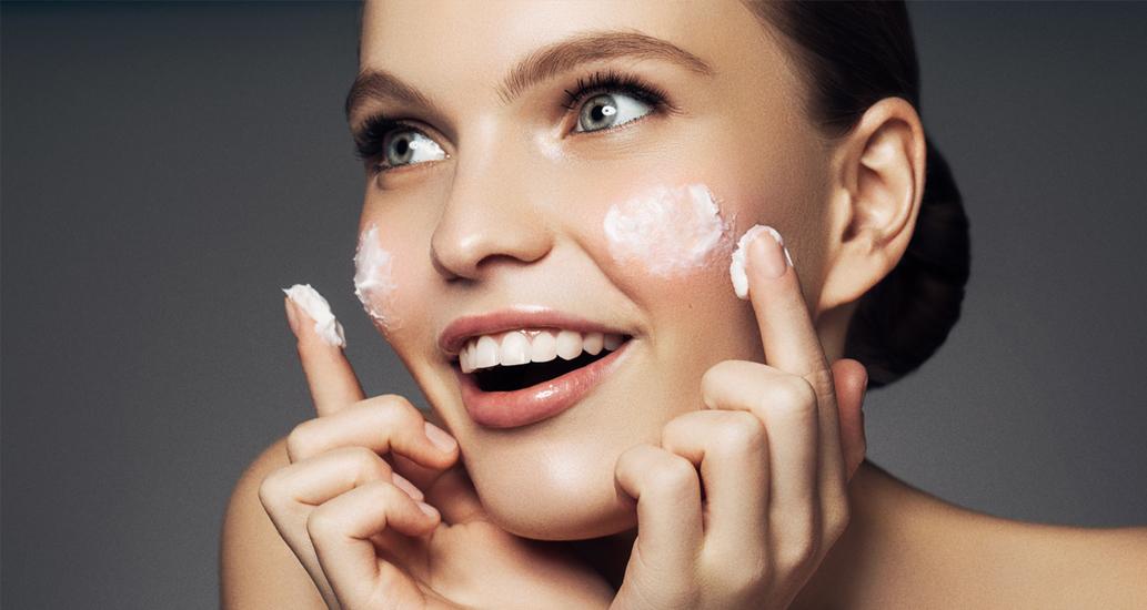 …che rispondono a qualsiasi esigenza della pelle: dalla perdita di elasticità e dalle  prime rughe fino alle irregolarità e alla mancanza di compattezza.