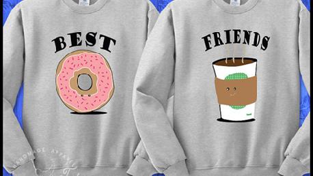 Vrolijk truiensetje om samen met je beste vriend(in) te dragen! Bron: etsy.com/nl/listing/490245360/beste-vrienden-koffie-donut-crewneck
