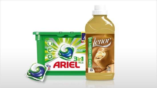 Kapsułki do prania Ariel 3 w 1 tworzą duet idealny z płynem do płukania Lenor.